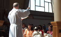 photo a priest giving a blessing