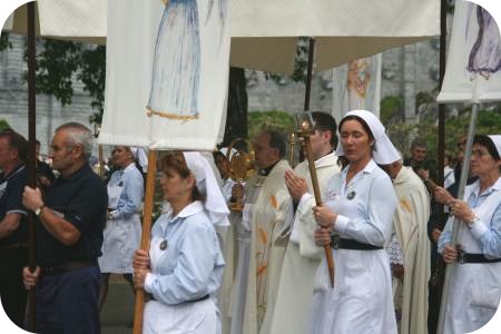 photo of a Blessed Sacrament procession